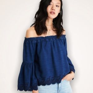 🦅 AEO Eyelet Off The Shoulder Bell Sleeve Top